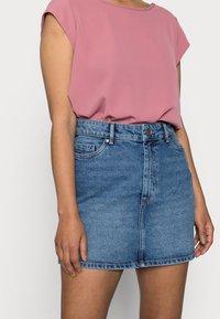 ONLY Petite - ONLROSE LIFE ASHAPE - Mini skirt - medium blue denim - 4