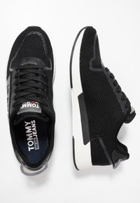 Tommy Jeans - TECHNICAL DETAILS FLEXI - Sneakers - black - 1