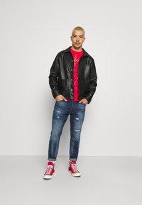 274 - VARSITY CREW - Sweatshirt - red - 1