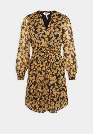 OBJSILJE DRESS - Denní šaty - black/honey ginger