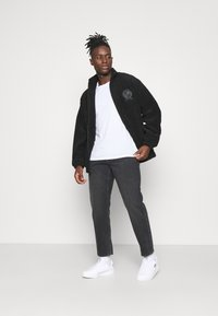 Carhartt WIP - NEWEL PANT MAITLAND - Relaxed fit jeans - black mid worn wash - 1