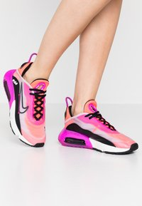 Nike Sportswear - AIR MAX 2090 - Sneakers basse - iced lilac/black/fire pink/flash crimson/summit white/anthracite - 0