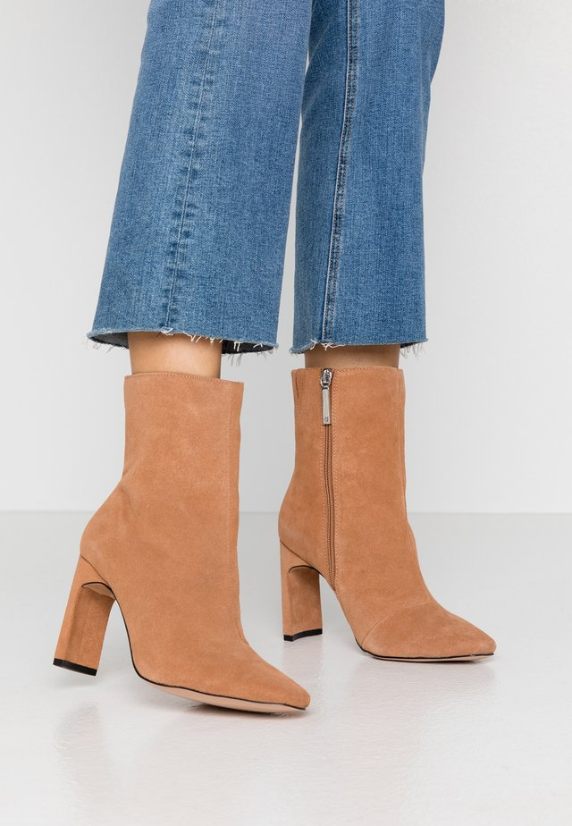 High heeled ankle boots - beige light