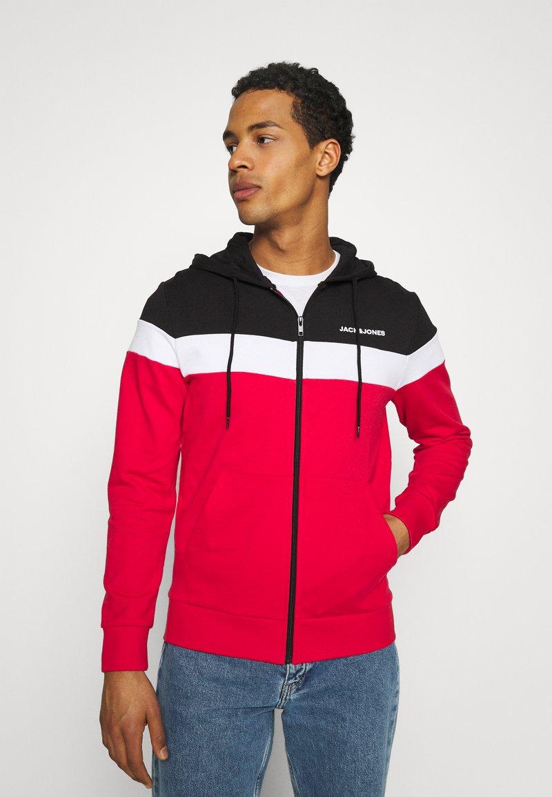 Jack & Jones - JJSHAKE ZIP HOOD - Zip-up hoodie - true red