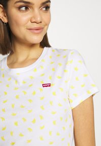 Levi's® - PERFECT TEE - Printtipaita - yellow - 5