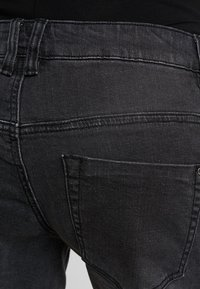 Forever Fit - EXCLUSIVE - Denim shorts - washed black - 5