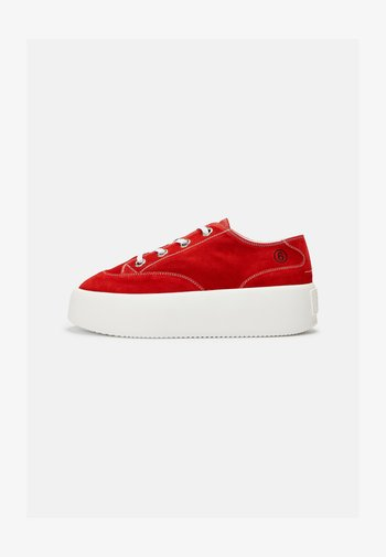 Baskets basses - mars red