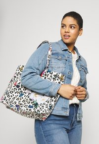Ted Baker - POLYCON - Bolso shopping - ivory - 4