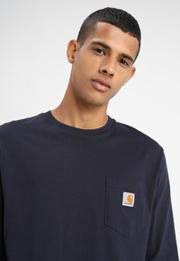 Carhartt WIP - POCKET  - Long sleeved top - dark navy - 4