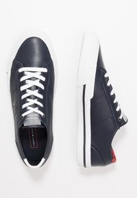 Tommy Hilfiger - CORE CORPORATE FLAG  - Trainers - blue - 1