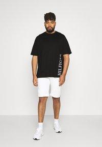 Tommy Hilfiger - SMALL LOGO TEE - Print T-shirt - black - 1