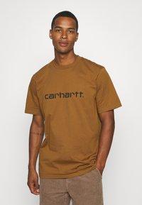 Carhartt WIP - SCRIPT - Print T-shirt - hamilton brown/black - 0