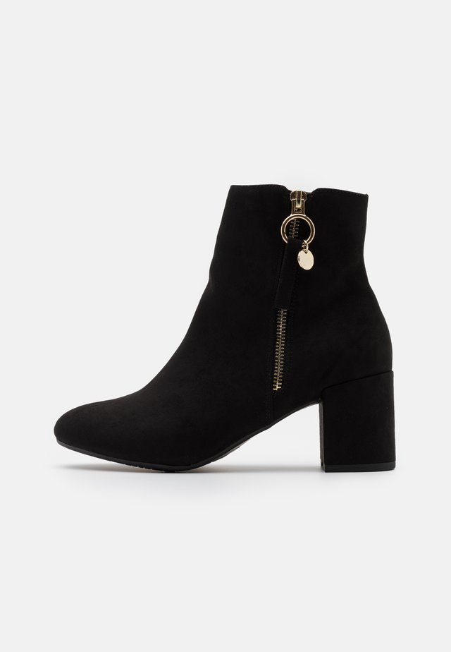 WIDE FIT ADALINE BLOCK HEEL BOOT - Stövletter - black