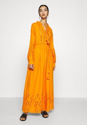 YASRINA ANCLE DRESS FEST - Maxikleid - russet orange