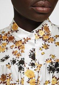 Victoria Victoria Beckham - TIE SLEEVE DRESS - Shirt dress - ditsy mustard - 5