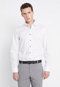 Seidensticker - SLIM SPREAD PATCH - Camisa elegante - weiß/hellblau - 0