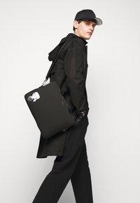 KARL LAGERFELD - IKONIK LAPTOP UNISEX - Notebooktasche - black - 0