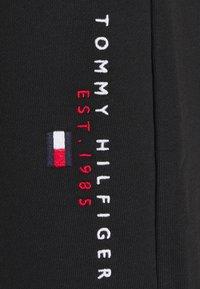 Tommy Hilfiger - ESSENTIAL - Shorts - black - 6