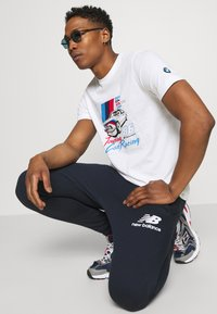 New Balance - ESSENTIAL STACK LOGO  - Tracksuit bottoms - eclipse - 3