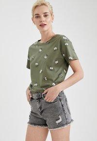 DeFacto - Print T-shirt - khaki - 3