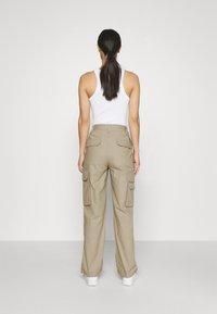 Dickies - COMBA ELASTICATED CARGO - Cargo trousers - khaki - 2