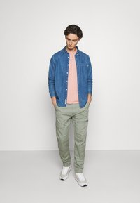 Levi's® - LO BALL UTILITY - Cargobukser - sea spray - 1