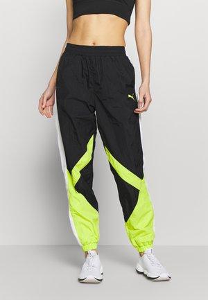 STUDIO CLASH ACTIVE TRACK PANTS - Teplákové kalhoty - black