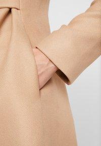 NAF NAF - ACHAMEAU - Krótki płaszcz - camel - 5
