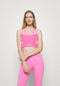 Nike Performance - POCKET BRA PAD - Sport-BH mit mittlerer Stützkraft - pinksicle/pink rise/melon tint - 0