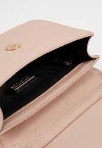 Versace Jeans Couture - DISCOBAGCOUTURE  - Across body bag - nudo - 3