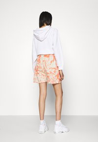 Missguided - TIE DYE ELASTICATED WAIST RUNNER SHORTS - Shorts - orange - 2