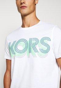 Michael Kors - OPTICAL TEE - Print T-shirt - white - 5
