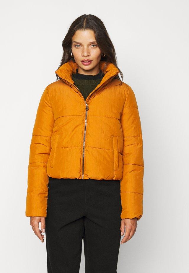 ONLDOLLY SHORT PUFFER JACKET - Light jacket - pumpkin spice