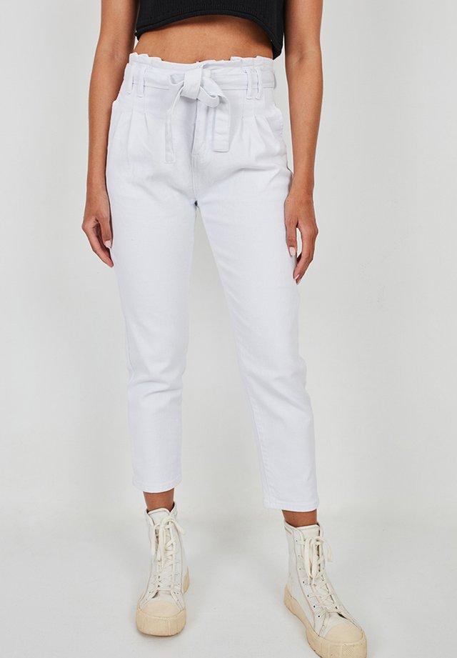 PINZAS - Trousers - blanco