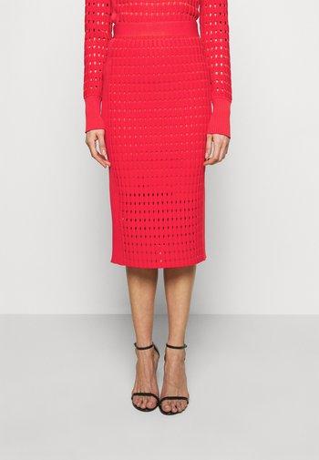 CLASSIC SKIRT - Pouzdrová sukně - red lacquer