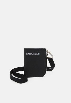 SHORT ZIP AROUND LANYARD UNISEX - Wallet - black