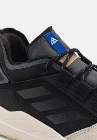 adidas Performance - TERREX HIKSTER - Scarpa da hiking - core black/grey six/white - 5