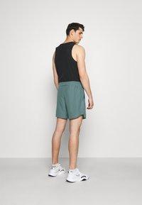 Nike Performance - CHALLENGER SHORT - Korte broeken - hasta - 2