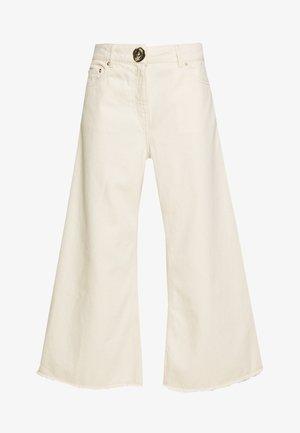 CROPPED WIDE LEG TROUSER - Flared Jeans - ecru