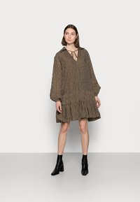 Glamorous Tall - LADIES DRESS GINGHAM - Košilové šaty - olive metallic - 1