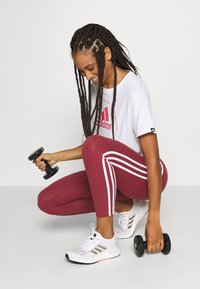 adidas Performance - CIRCLED TEE - Printtipaita - white - 1