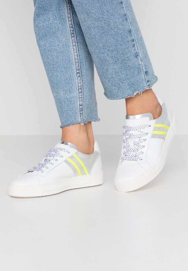 Sneakers laag - bianco/ghiaccio/fluo