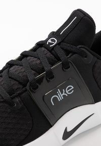Nike Performance - RENEW IN-SEASON TR 10 - Obuwie treningowe - black/dark smoke grey/white - 5