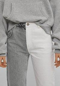 Bershka - IM MOM  - Jeans baggy - grey - 3