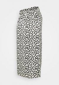 Topshop Maternity - SPOT PRINT SARONG - Pouzdrová sukně - mono - 1
