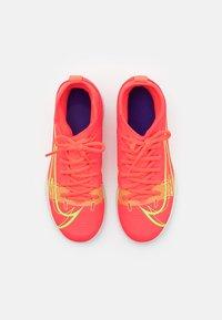 Nike Performance - MERCURIAL 8 CLUB IC UNISEX - Halové fotbalové kopačky - bright crimson/metallic silver - 3