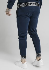 SIKSILK - MUSCLE FIT TAPE CUFF JOGGER - Tracksuit bottoms - navy - 2