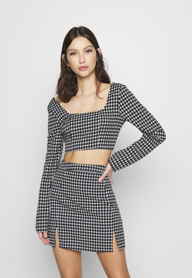 ZIP UP BACK DOGTOOTH BRALET AND SLIT FRONT MINI SKIRT - Minijupe - black