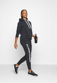Under Armour - RIVAL HOODIE - Jersey con capucha - black - 1
