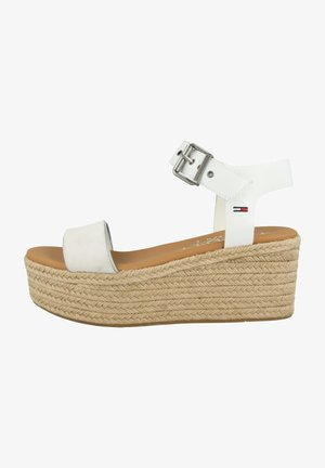 ESSENTIAL FLATFORM - Sandales à plateforme - white
